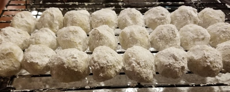 These Russian tea cake marijuana edibles recipe is great for creating low-dosage edibles so users can enjoy multiple servings.
